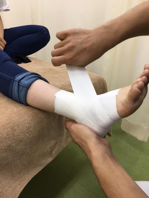 足首 捻挫 治ら ない
